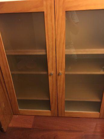 Movel em madeira, novo com 4 prateleiras e portas em vidro