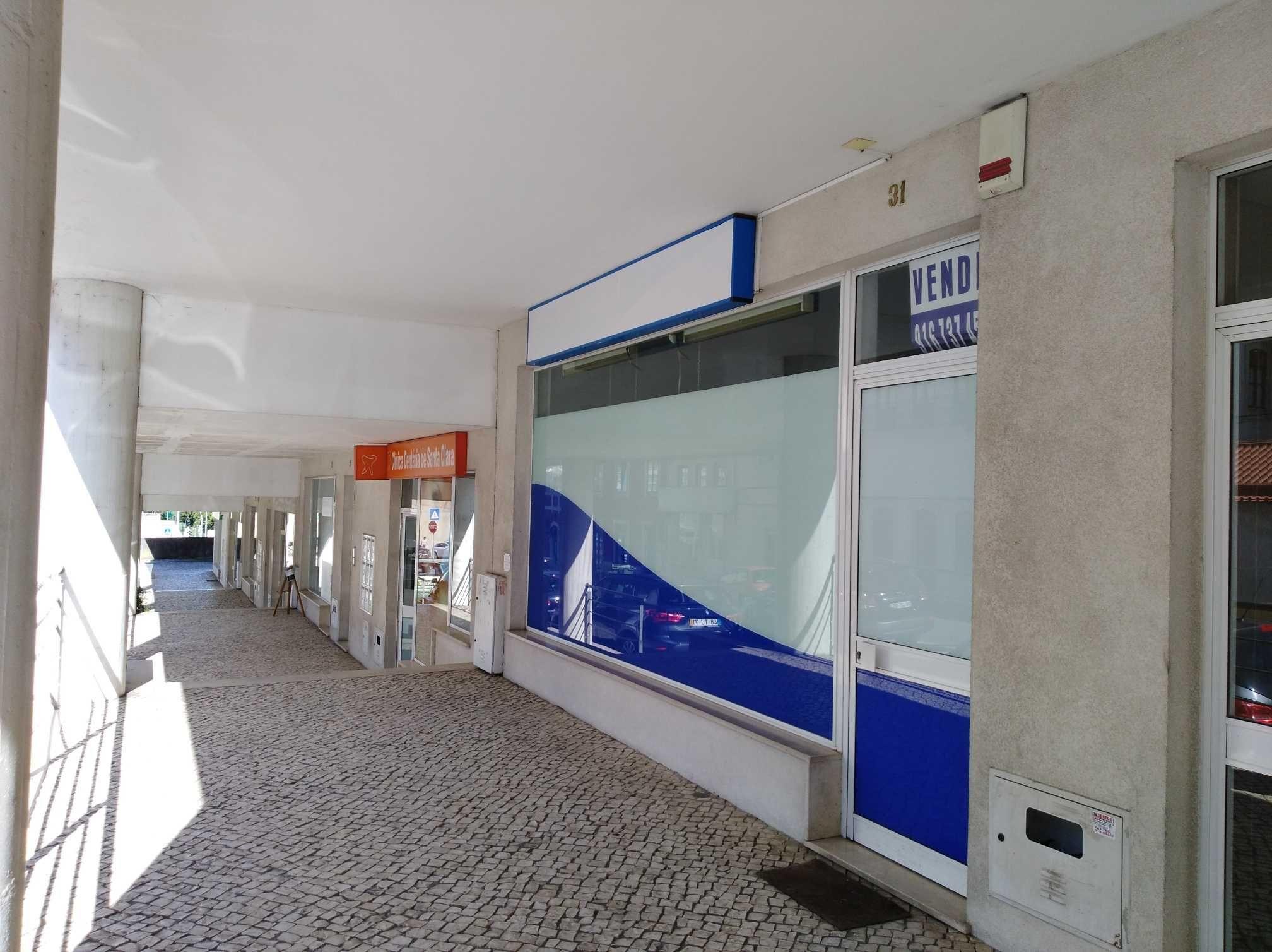 Loja / Escritório, 50 m2, Arrenda 550 € / Vende 110.000 €