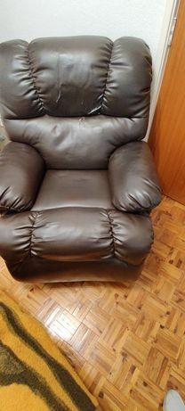 Pouco negóciavel -Poltrona confortavel- massagens - inclinável
