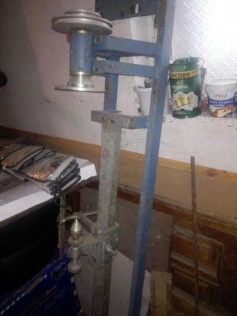 Токарський станок для виробів з дерева