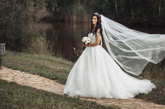 Продам весільну сукню в ідеальному стані.