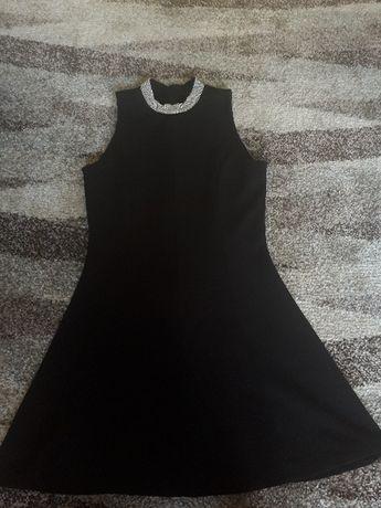 Sukienka czarna z ozdobnym