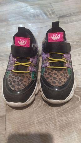 Кроссовки на девочек