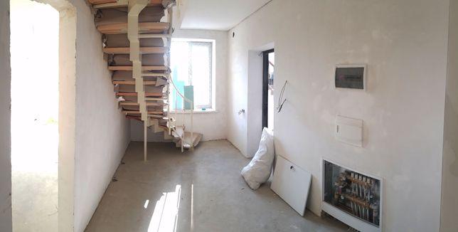 Продаж 2х рівневої квартири по Зацепи