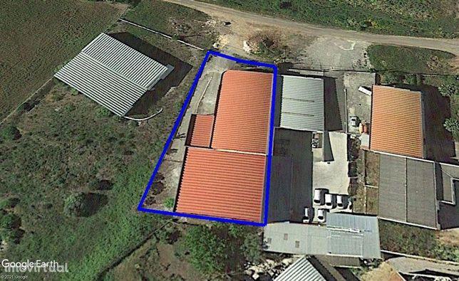 Armazém 1.628m2 – Terreno 1.725m2 Zona Industrial da Ligeira