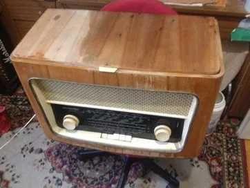 zabytkowy gramofon lampowy menuet lata 60