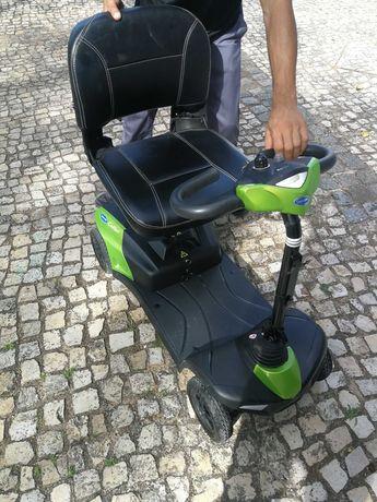 Cadeira / scooter elétrica, facilmente desmontável para transporte