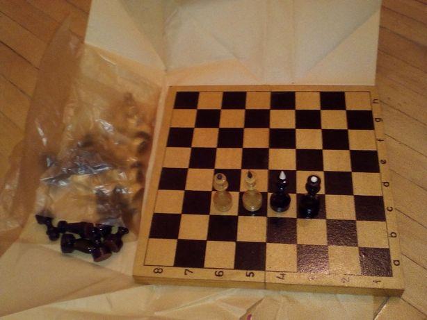 шахматы деревянные. новые, в упаковке.СССР