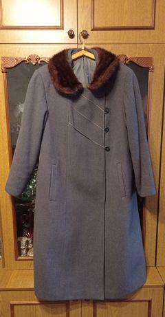 Пальто зимнее с норковым воротником