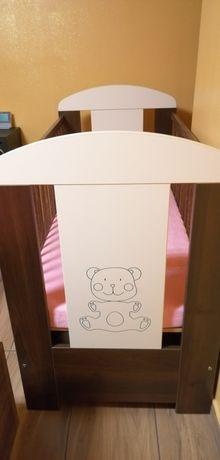 Łóżeczko drewniane +materacyk dla niemowlaka
