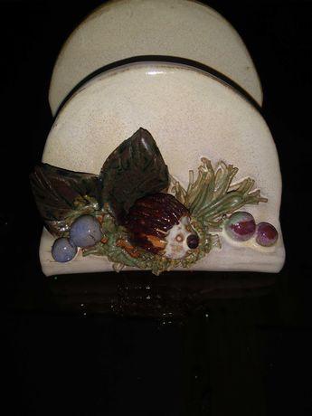 Ceramiczny serwetnik z jeżem