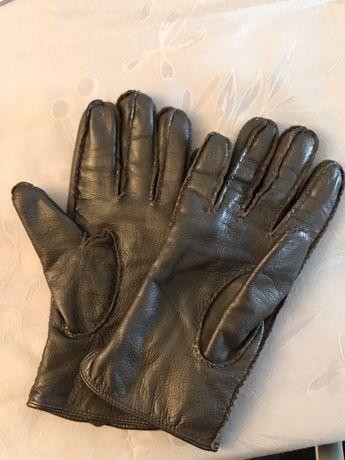 Luvas em pele (tamanho M)