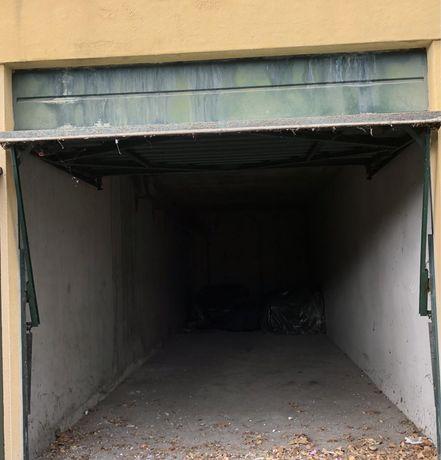 Vende se garagem