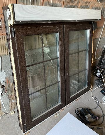 Okno z roletą 146,5x146, potrójna szyba, szprosy wewnętrzne
