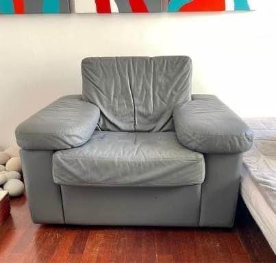 Sofá de couro (design de arquitecto]