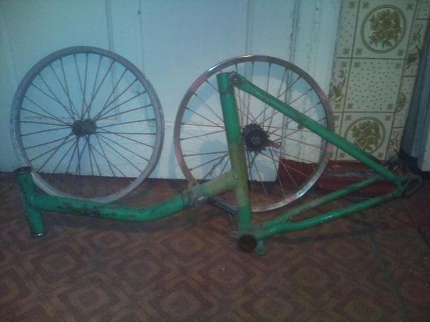 Продам запчасти на велосипед Десна ,Мустанг ,Салют ,Украина и др.