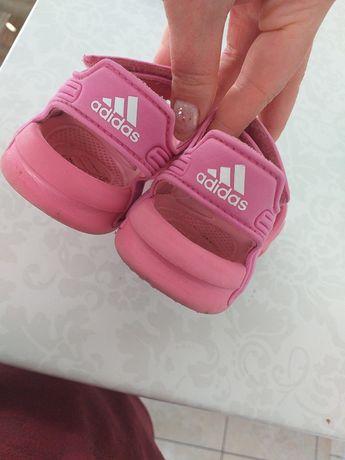 Sandalki adidas 22