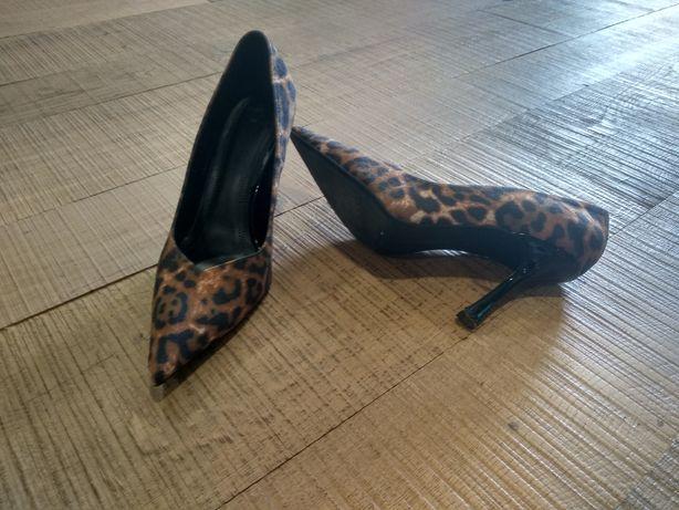 Sapatos Bershka