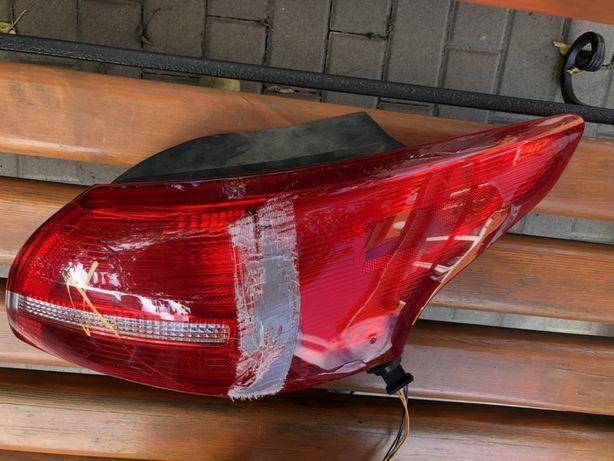 Задняя правая фара на Форд Фокус 3 седан Рестайлинг