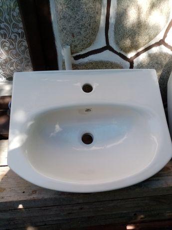 Umywalki białe z
