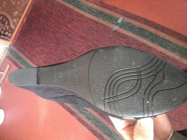 Продам туфли замшевые женские
