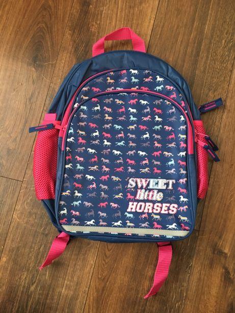 Duży plecak szkolny w konie koniki nowy bez metki