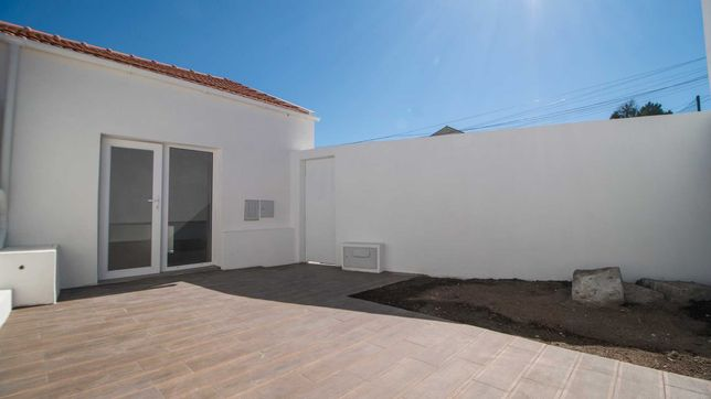 Moradia T2 Nova com jardim, excelente exposição solar e privacidade