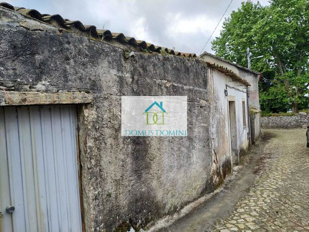 Casa de aldeia para reconstrução