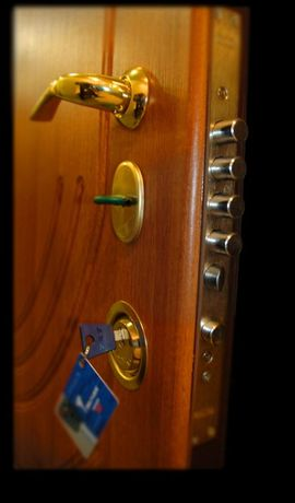 "Установка замков в металлические двери г. Кривой Рог.""Двери СВ сервис"""