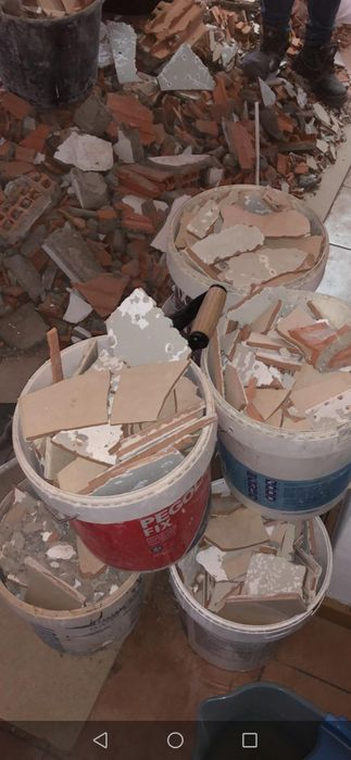 Faço cargas de entulho Mudanças e limpeza de terrenos recolho sucata Campanhã - imagem 1