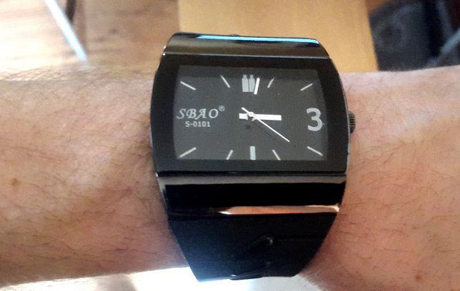 Duży zegarek na rękę