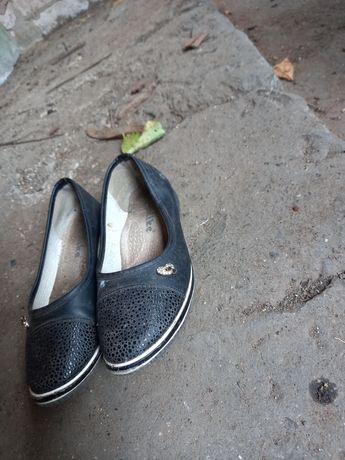 Продам децкую обувь 34-20 розмер