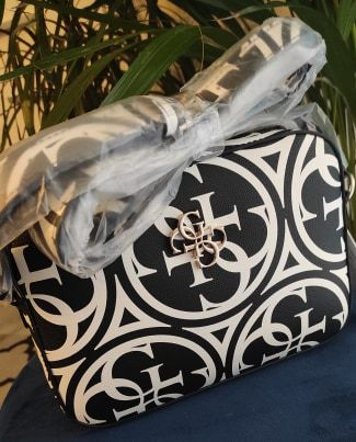 torebka kamryn torba biało czarna guess