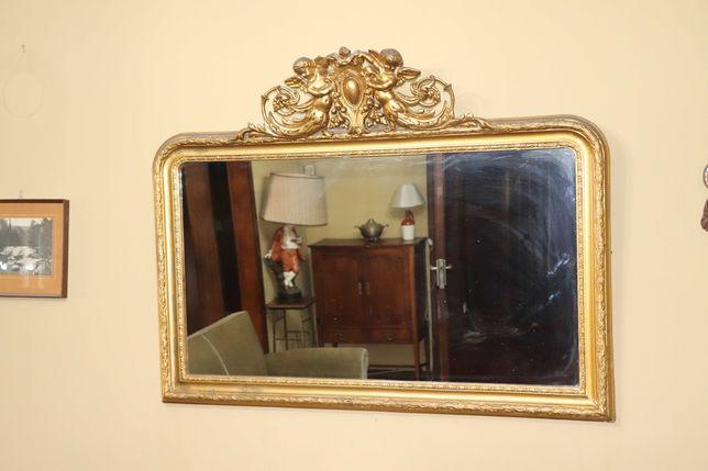 Três espelhos, sendo dois dourados e o outro à côr da madeira