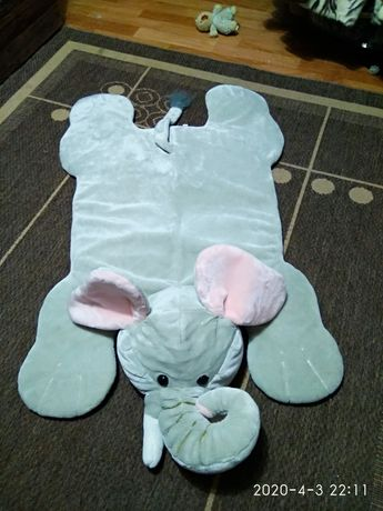 Меховый декоративный коврик.