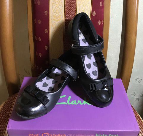 Туфли школьные Clarks (размер 31)