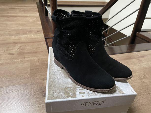 Skórzane Buty koturny botki na słupku na koturnie venezia r 38 czarne