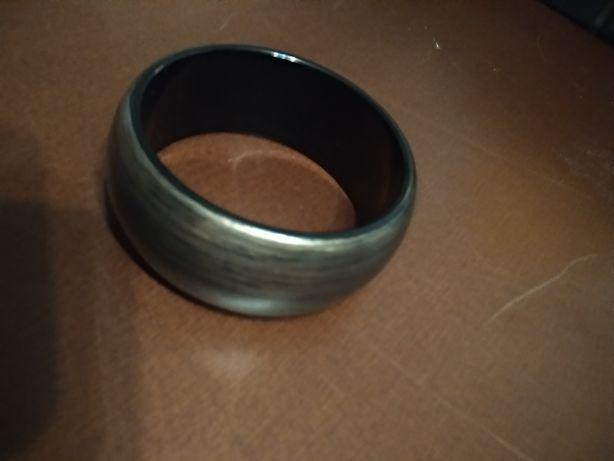 Bransoletka plastikowa czarna ze srebrnym wzorem