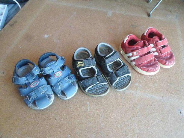 calçado de criança tres pares