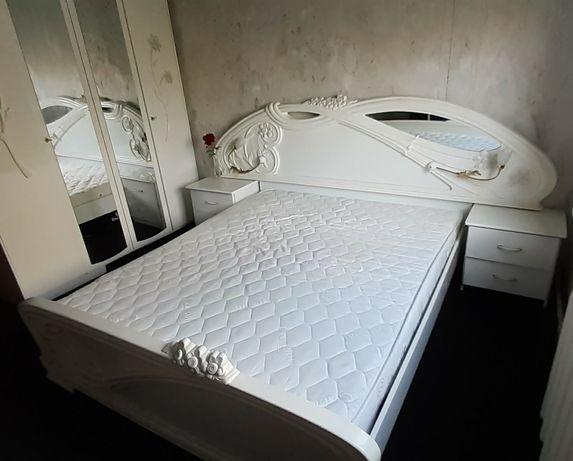 Спальня, кровать,тумба,шкаф