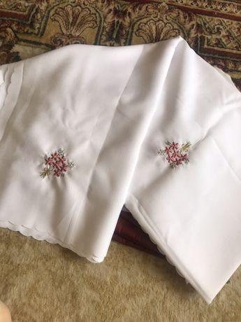 Новая скатерть белая в цветах ручной вышивки