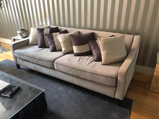 Sofá e almofadas