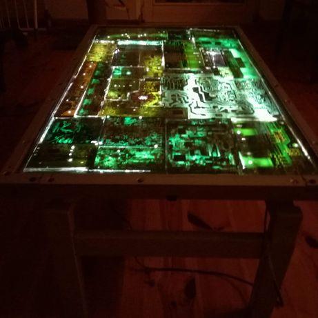Sprzedam unikalny stół ze szkłem hartowanym