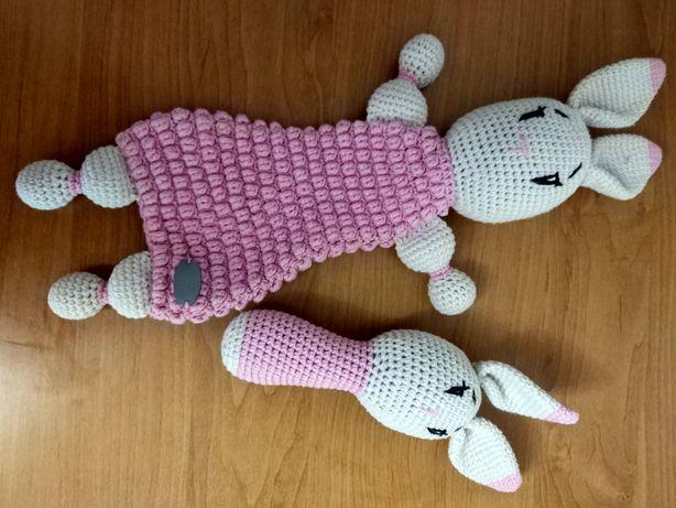 Вязанные игрушки зайки новорожденным