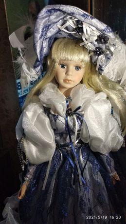 Кукла сувенирная фарфоровая