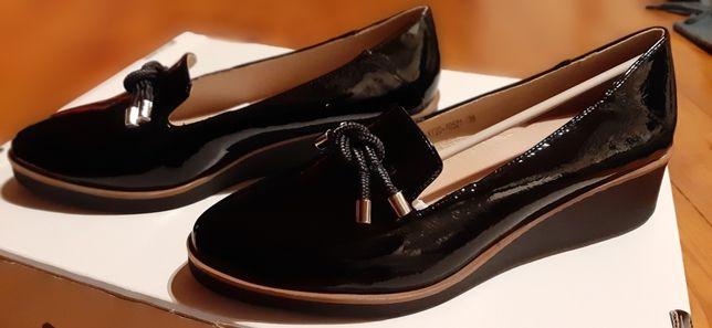 Piekne buty lakierkowe