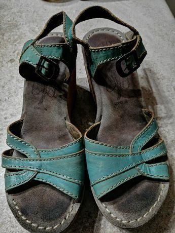 Sandálias e sapatos Fly London, número 37 - 30 EUROS