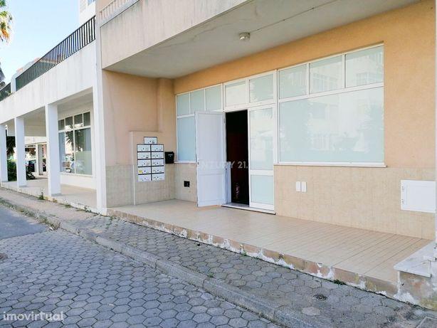 Venda de Loja/Armazém com na Urbanização Vila Paraíso em Portimão