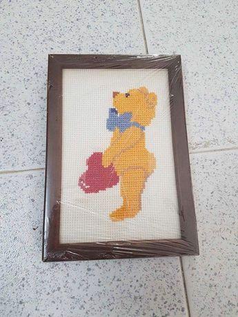 Quadro bordado ursinho