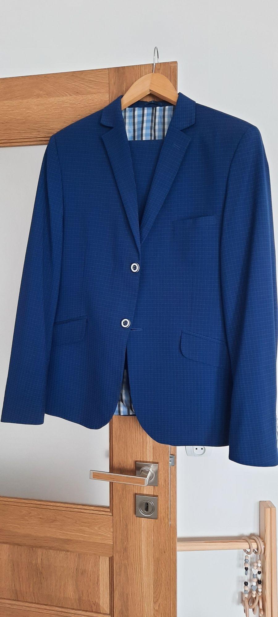 Sprzedam piekny garnitur